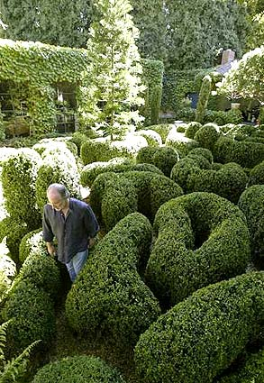 Arthur Shapiro's botantical labyrinth in his LA garden