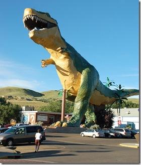 dinosaur-mascot-drumheller vew platfrom in teeth